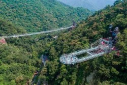 Gulong Canyon Glass Bridge