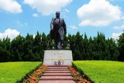 Lotus Park, Statue of Deng Xiaoping