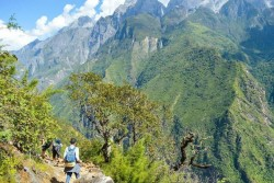 Tiger Leaping Gorge Hiking
